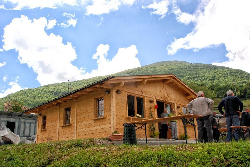 Casa senza fondamenta terremoto for Case legno senza permesso