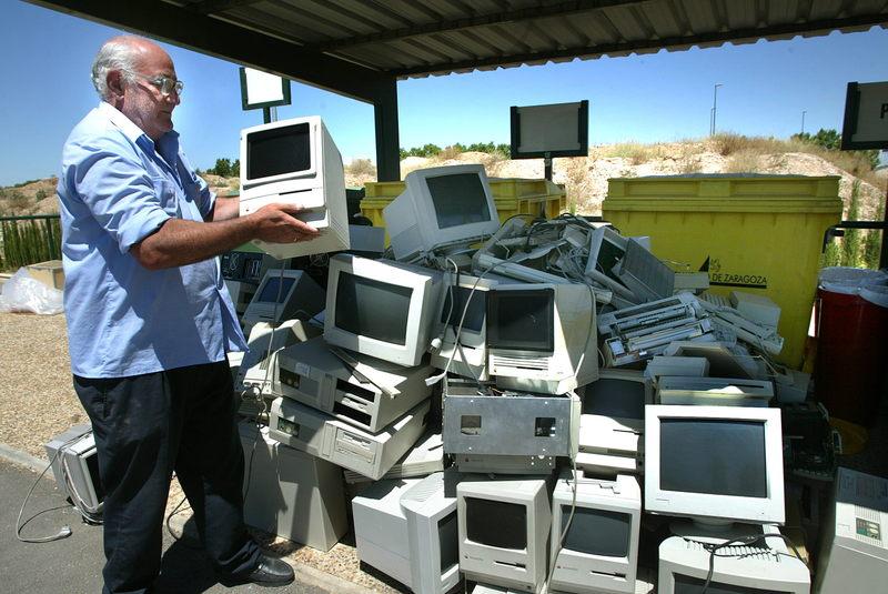 Risultati immagini per le follie dell'obsolescenza programmata latouche