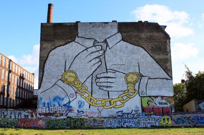 Street-Art-In-Berlin-BLU-3-700x463