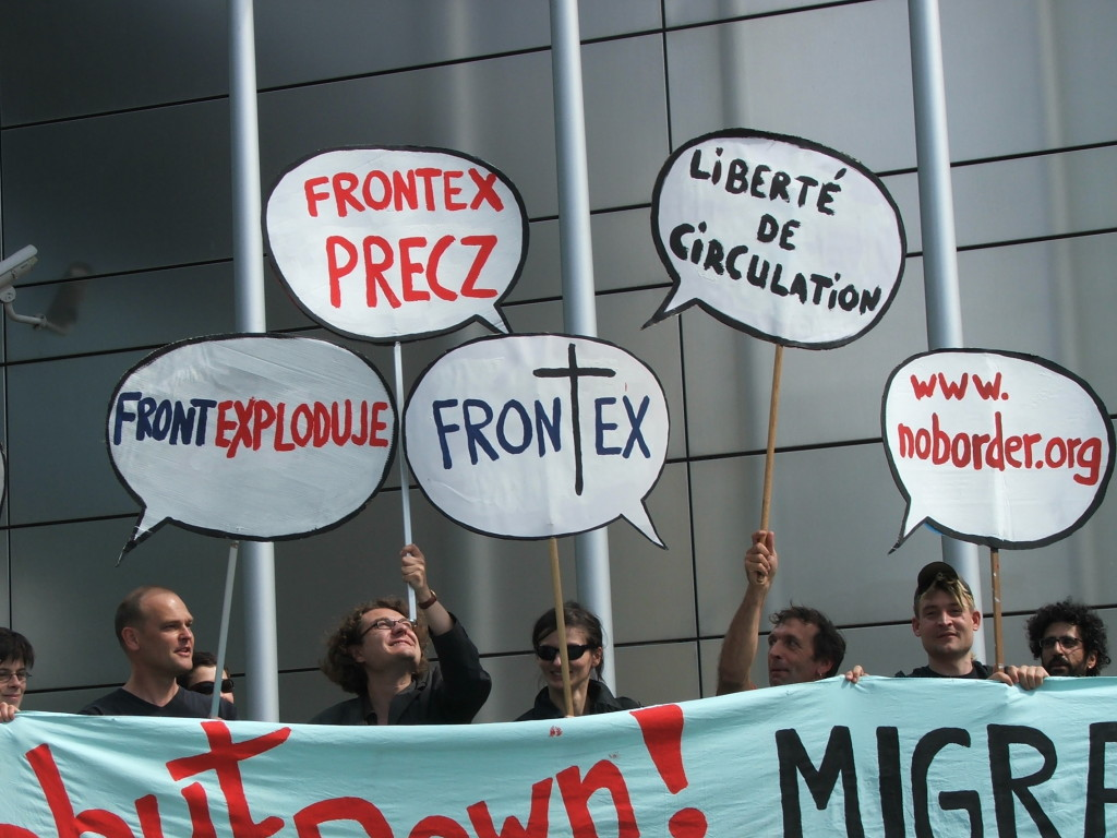 Demonstration_signs_-_Shut_Down_FRONTEX_Warsaw_2008