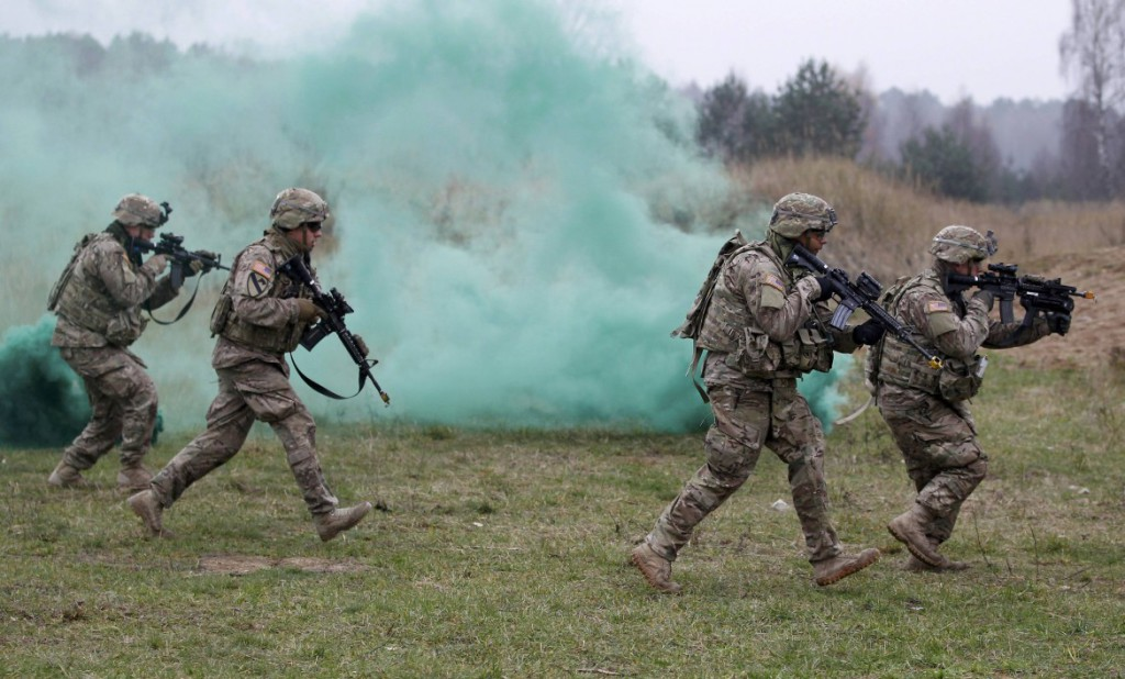 16est1f03-polonia-soldati-usa-