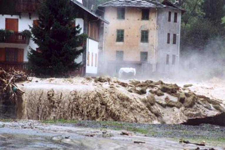 alluvione-calabria-maltempo-pioggia-765x510