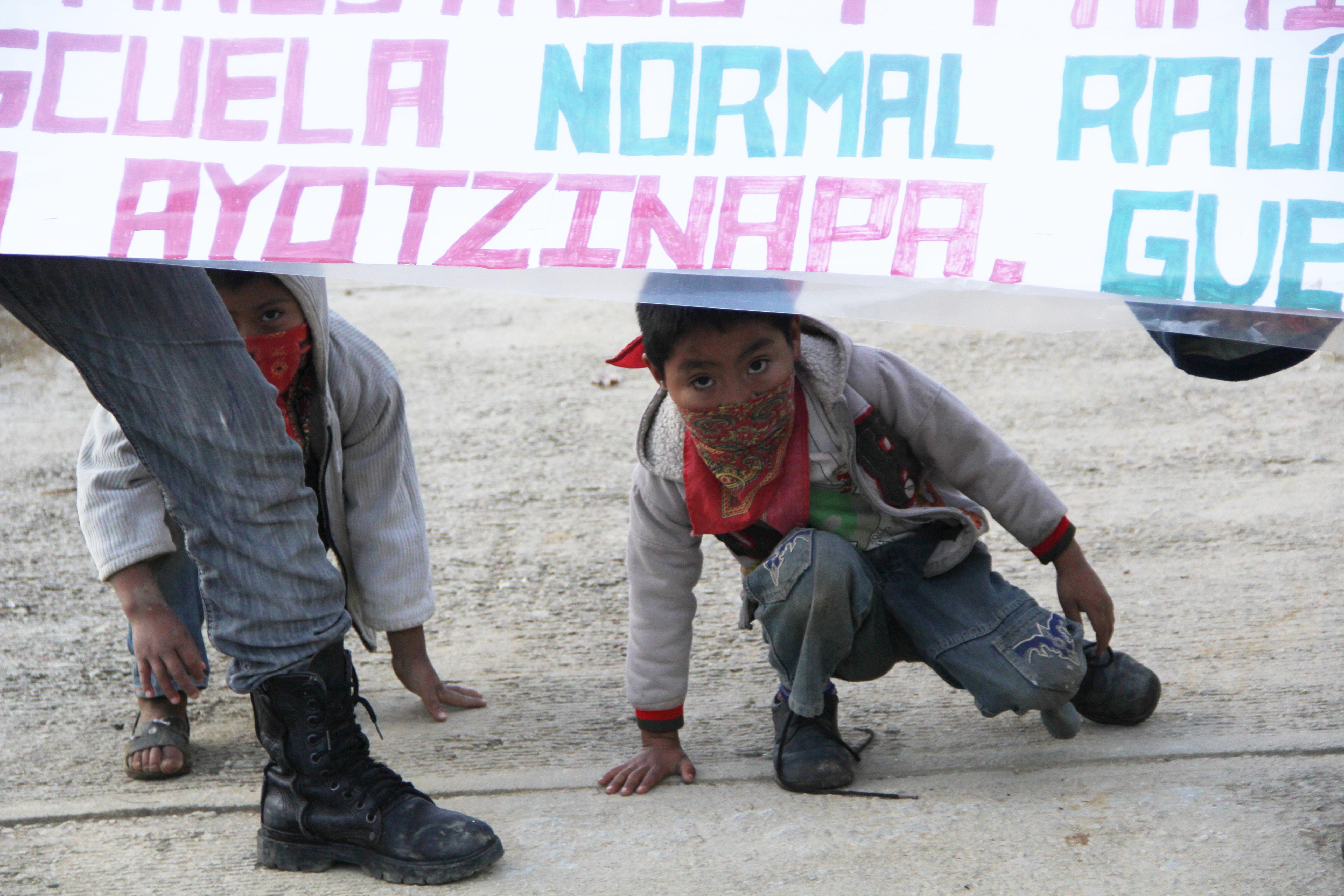 EZLN-niños-por-Ayotzinapa