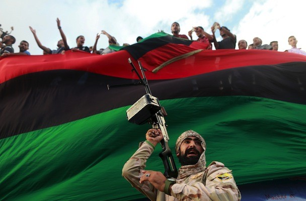 One of the members of the military protecting a demonstration against candidates for a national unity government proposed by U.N. envoy for Libya Bernardino Leon, is pictured in Benghazi, Libya October 23, 2015. REUTERS/Esam Omran Al-Fetori TPX IMAGES OF THE DAY - RTS5V4X