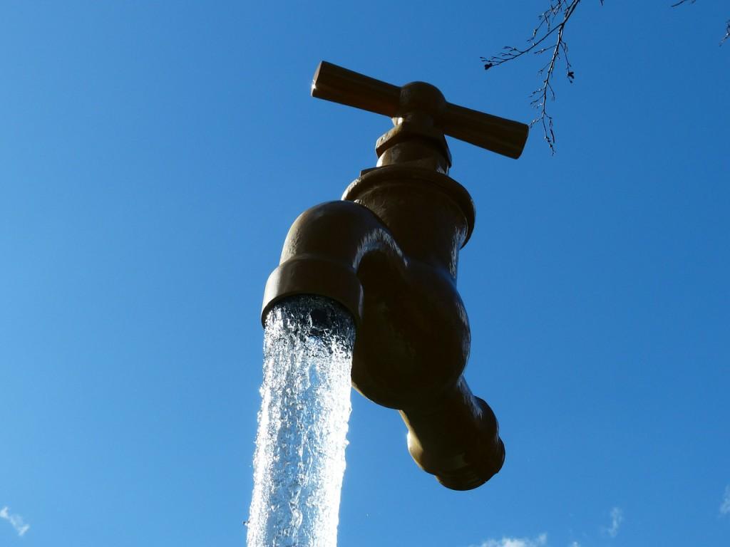 Risultati immagini per acqua privati profitti