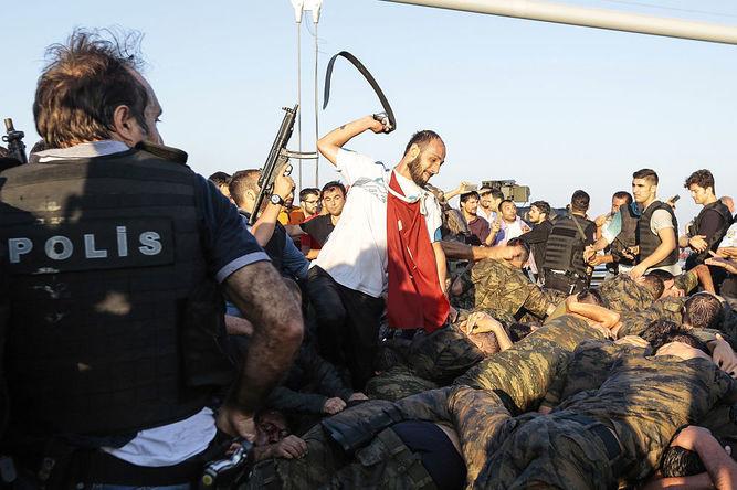 Represion-Turquia-golpe-fallido_936217443_109684301_667x445