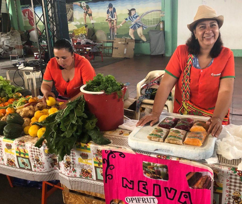 959a2dcab0567a Mercato locale di produttori dell'economia sociale e solidale a Neiva in  Colombia promosso da Fundautrahuilca. Foto di Riccardo Troisi