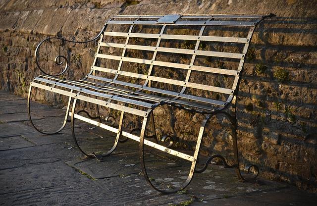 bench-1355617_640