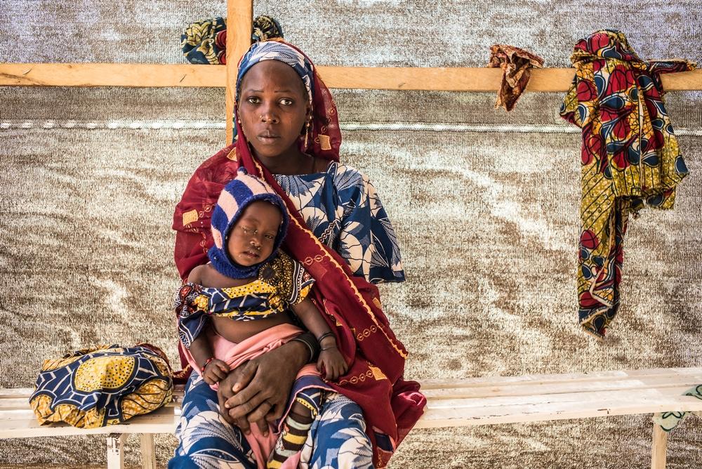 giovane africano teen micio