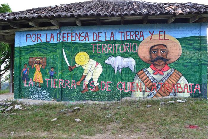 Le molte sfide degli indigeni in messico comune info for Mural zapatista