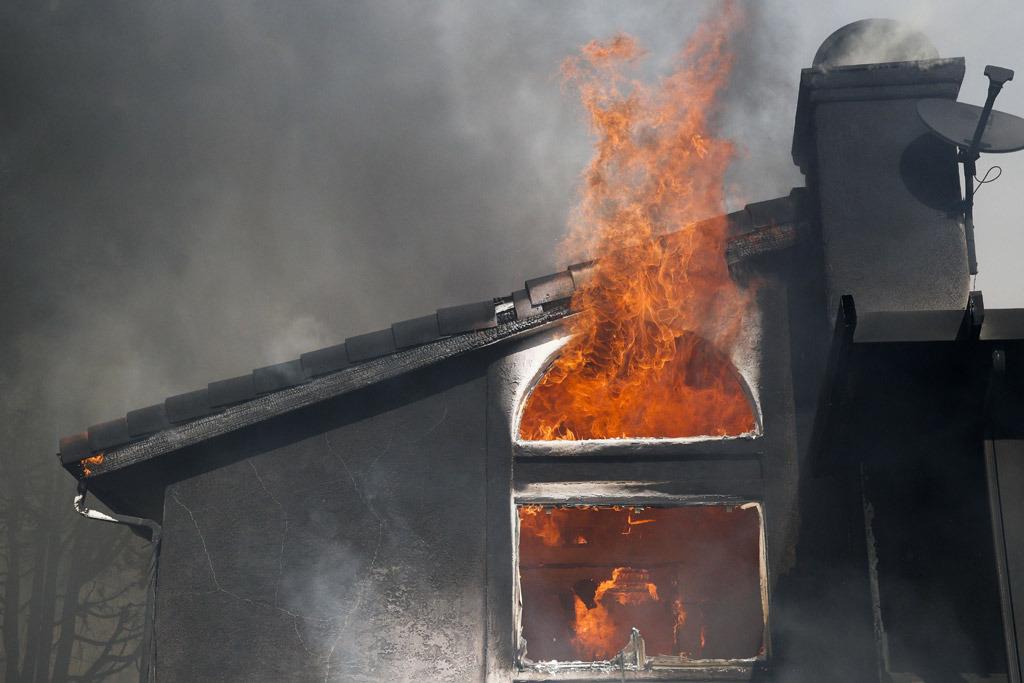 Usa, incendi in California: le fiamme viste dallo spazio